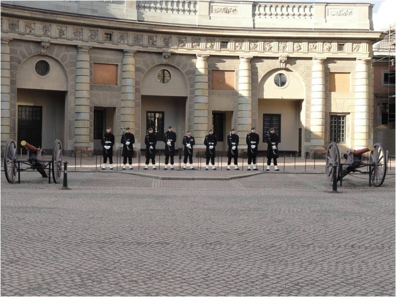 Relève de la garde  -Palais royal